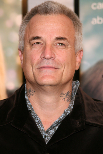 an analysis of my sisters keeper a movie by nick cassavetes Son of noted director john cassavetes, nick has carved out a thriving career of his own, helming such eclectic movies as alpha dog, john q, and the mega-successful weeper the notebook his new movie my sister's keeper might rival the notebook, hanky-for-hanky based on the best-selling novel by.